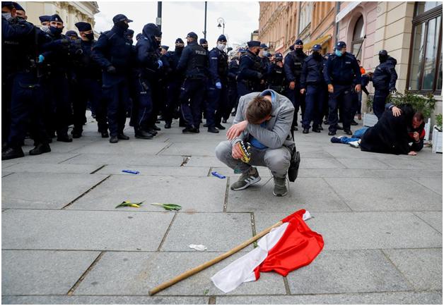 В Европарламенте Польшу обвинили в ухудшении демократии, верховенства права и основных свобод человека