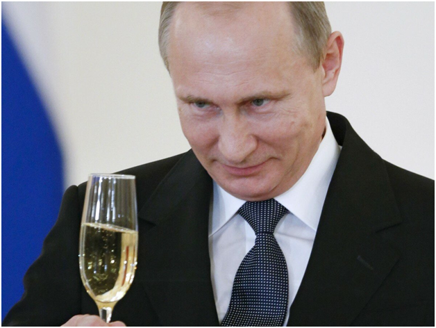 Американский сенатор поведал миру о «реках шампанского в Кремле»