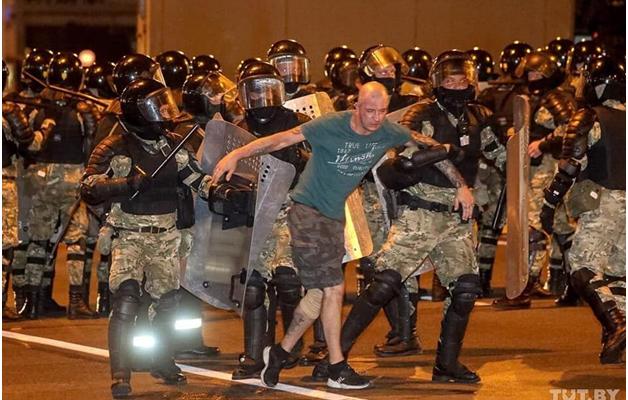 Запад пытается поддержать белорусских сопротивленцев диктатуре за счёт России