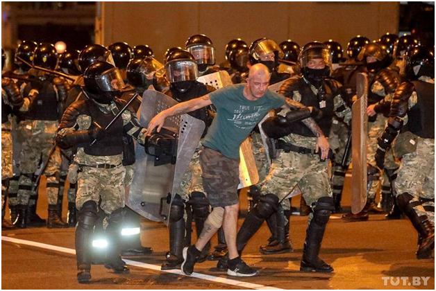 Как Великий и Ужасный простое стекло превращает в изумруды: вместо послесловия к президентским выборам в Белоруссии