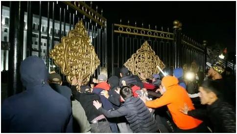 В Бишкеке проходит очередная революция