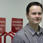 В Петербурге уничтоживший портрет Путина депутат попал в полицию