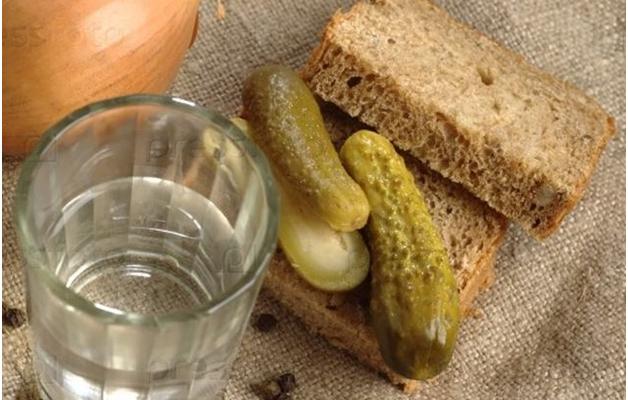 Кремль не увидел связи между падением доходов населения и резким ростом потребления хлеба