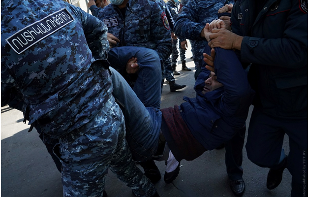 Как Пашинян попытался оторвать армянский ноготь от русской мякоти