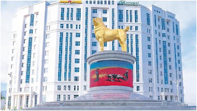 Туркменбаши установил 15-метровый позолоченный памятник собаке