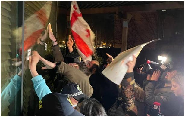 Космополит Познер, планировавших пошиковать в Тбилиси, едва унёс ноги от разгневанных грузин